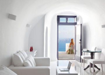 Senior Suite Wohnbereich mit Meerblick ©Katikies Chromata Santorini