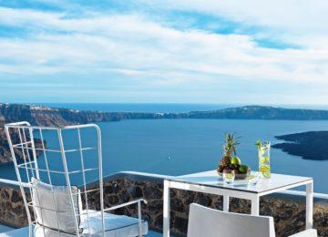 Superior Suite Terrasse mit Blick auf die Caldera ©Katikies Chromata Santorini