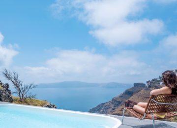 Luxus Villa Terrasse mit Blick auf die Caldera ©Katikies Chromata Santorini