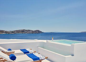 Junior Suite mit Whirlpool im Freien und Meerblick ©Katikies Mykonos
