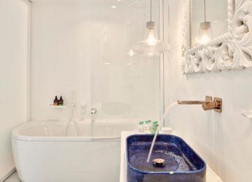 Badezimmer Superior Doppelzimmer mit Meerblick ©Katikies Mykonos