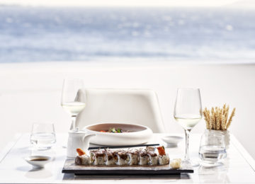 Esstisch mit Meerblick ©Katikies Mykonos