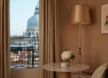 St Regis Venedig Luxushotel beste Lage canalview-guestroom